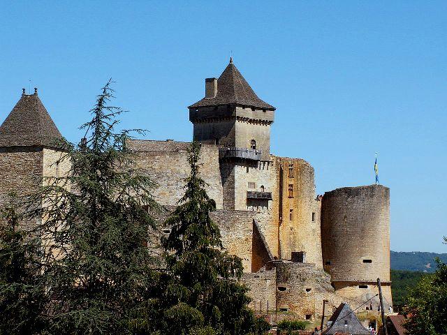 1280px-Castelnaud-Castle-1