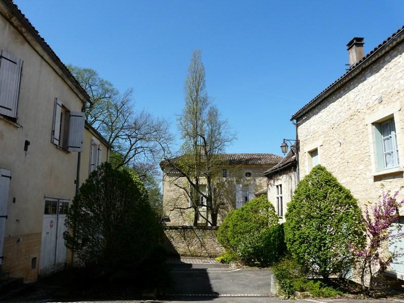 Beaumont-du-Périgord_pl_du_Pisadis