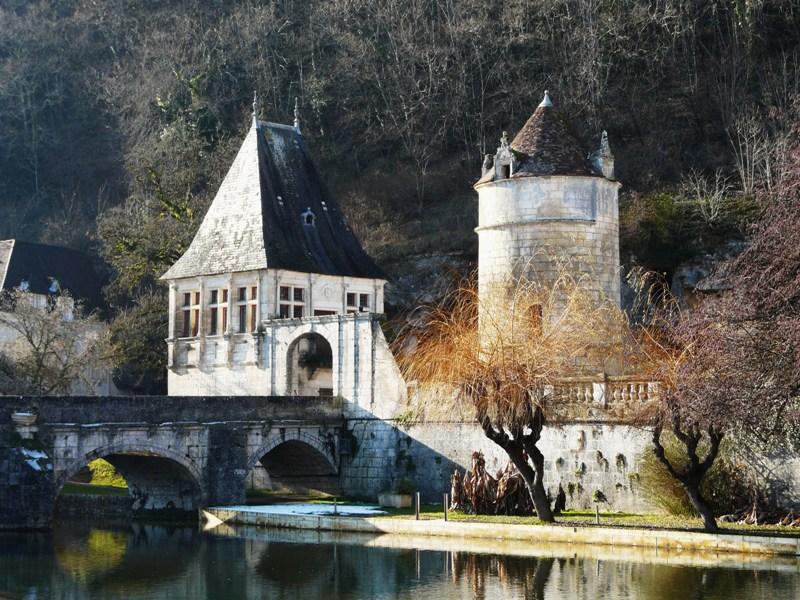 La Pavillon Renaissance et la Tour Saint Roche à Brantôme