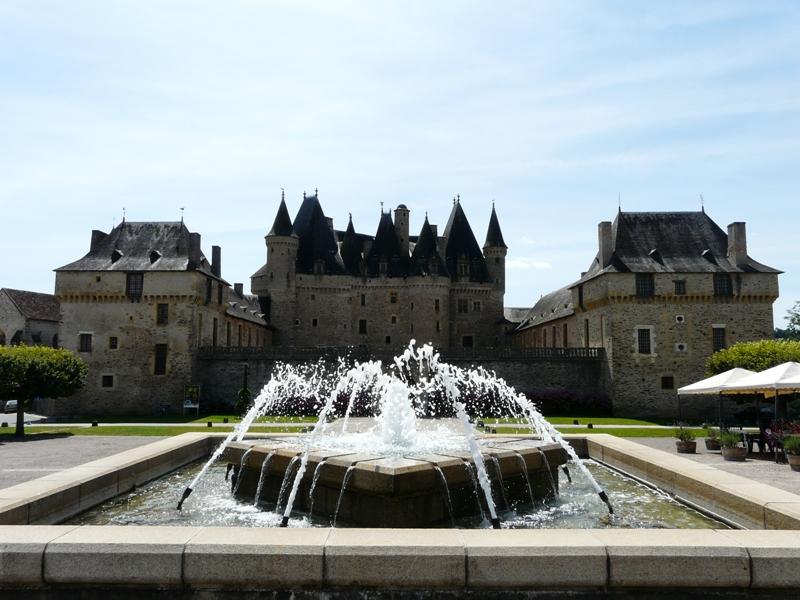 Jumilhac_château_esplanade_(1)