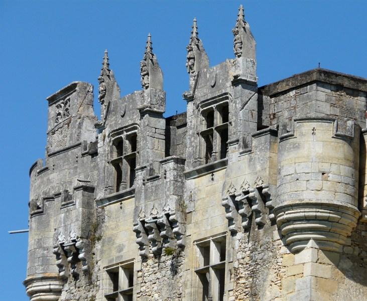 La_Chapelle-Faucher_château_fenêtres_(2)