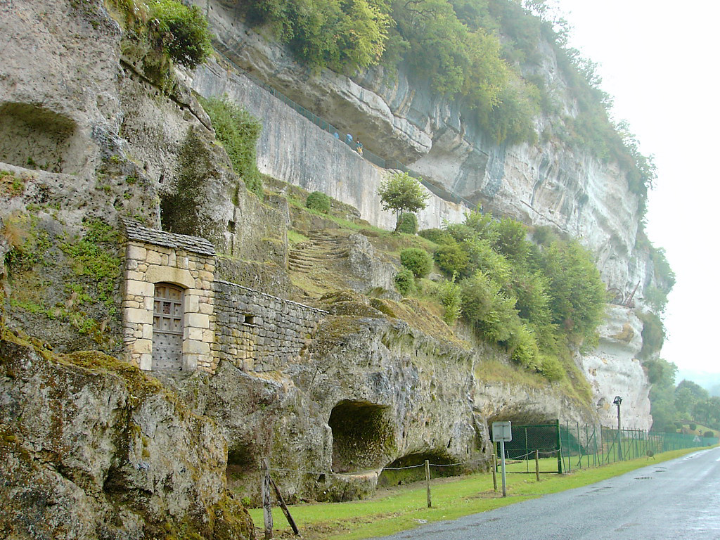 Entre prodige de la nature et empreintes de la civilisation, le Roque Saint Christophe est un lieu à ne pas manquer.